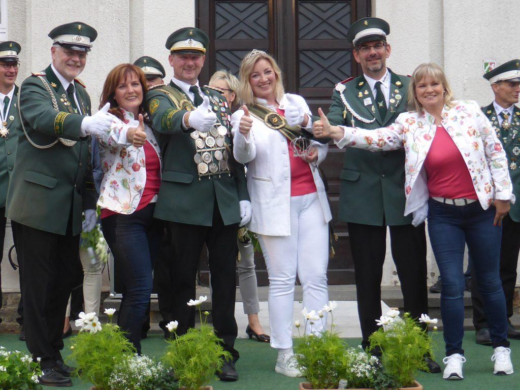 Der Thron von Links: Ralf Klemme, Conny Dreier, Burkhardt Dreier, Kathrin Klemme, Björn Semper, Natascha Semper